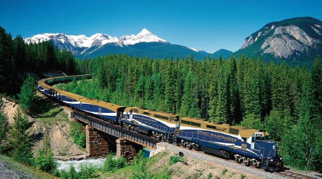 17 de enero 2020, Rocky Mountaineer, Tren, Montañas, Paisaje, Canadá, Bosque, Río, Ferrocarril