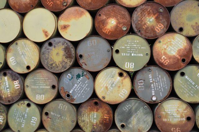 7 de enero de 2020, petróleo, dinero, barriles de petróleo (Imagen: Unsplash)