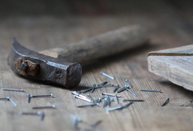 8 de enero de 2020, trabajo, desempleo, herramientas de trabajo abandonadas (Imagen: Unsplash)