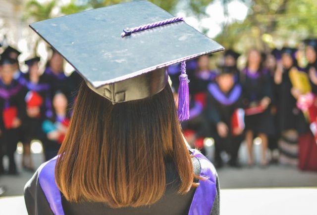 9 de enero de 2020, Bill Gates, trabajo, empleo, graduarse, un estudiante universitario consigue graduarse (Imagen: Unsplash)