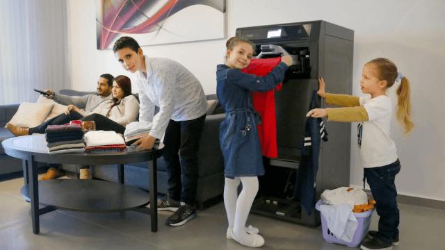 27 de febrero 2020, Máquina que dobla ropa, Máquina, Robot, Inventos, Familia, Niños, Personas, Ropa, Trabajo