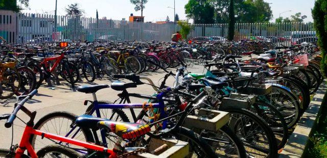 6 de febrero de 2020, varias bicicletas son estacionadas en instalaciones del Metro (Imagen: Twitter @MetroCDMX)