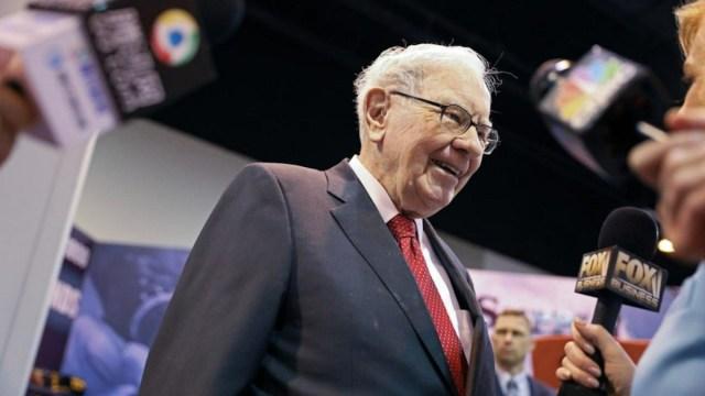 27 de febrero de 2020, el multimillonario Warren Buffett (Imagen: Twitter @Reuters)