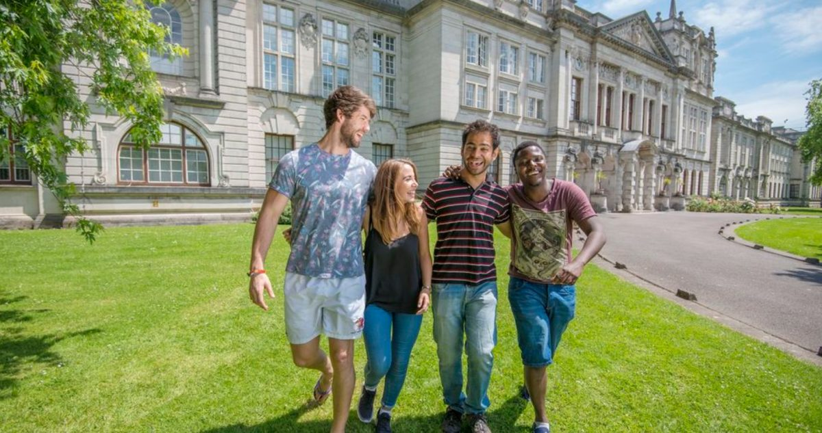 24 de febrero de 2020, estudiantes en Reino Unido (Imagen: Twiter @cardiffuni)