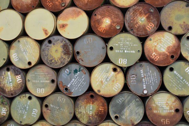 9 de marzo de 2020, mosaico de barriles de petróleo (Imagen: Unsplash)