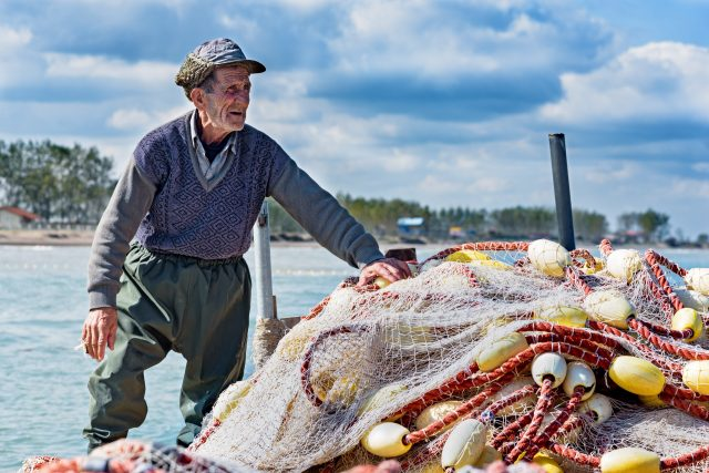 6 de marzo de 2020, un pescador anciano (Imagen: Unsplash)