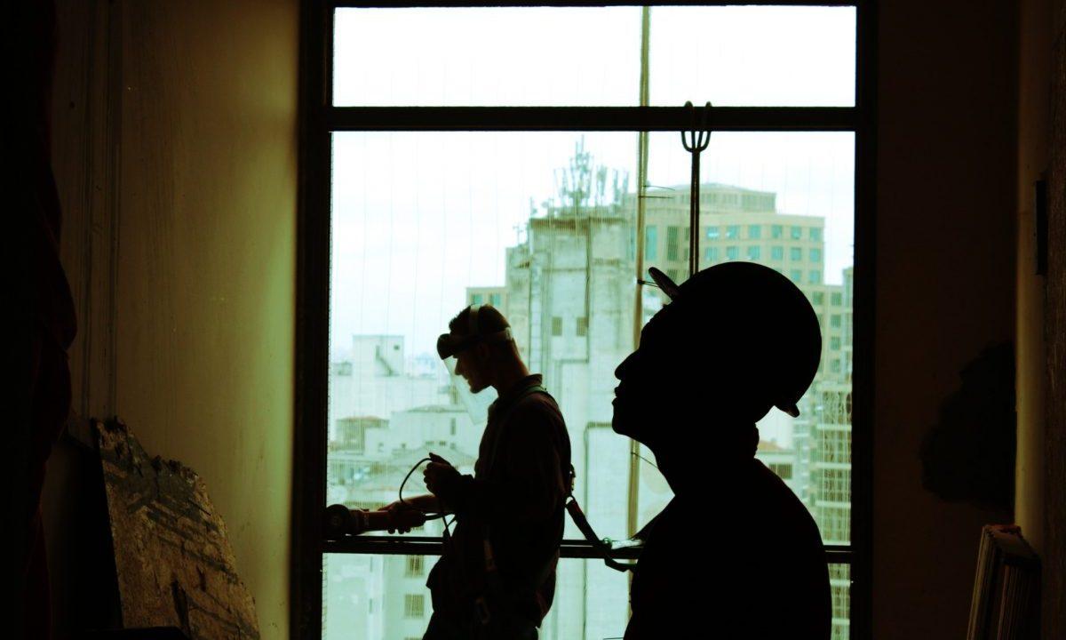 10 de marzo de 2020, un grupo de trabajadores de la construcción (Imagen: Unsplash)