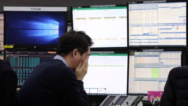 13 de marzo de 2020, trabajador en Bolsa de Corea del Sur (Imagen: Twitter @randerdd)