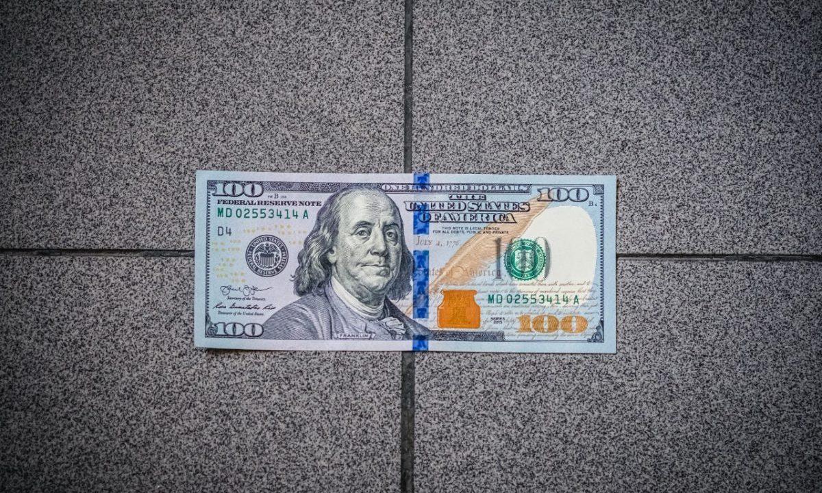 Dólar en bancos de CDMX frente a peso mexicano hoy lunes 27 de abril de 2020 (Imagen: Unsplash)