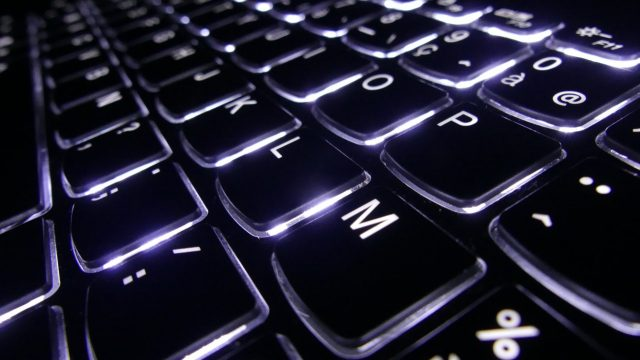 Trabajo con una computadora (Imagen: Unsplash)