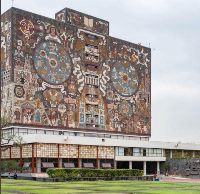 Biblioteca Central de la UNAM, aprendiendo inglés (Imagen: Twitter  @architecturehub)