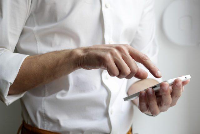 Uso de datos móviles de celular (Imagen: Unsplash)
