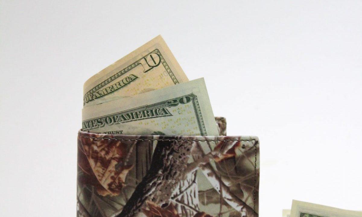 Dólar en billetera (Imagen: Unsplash)