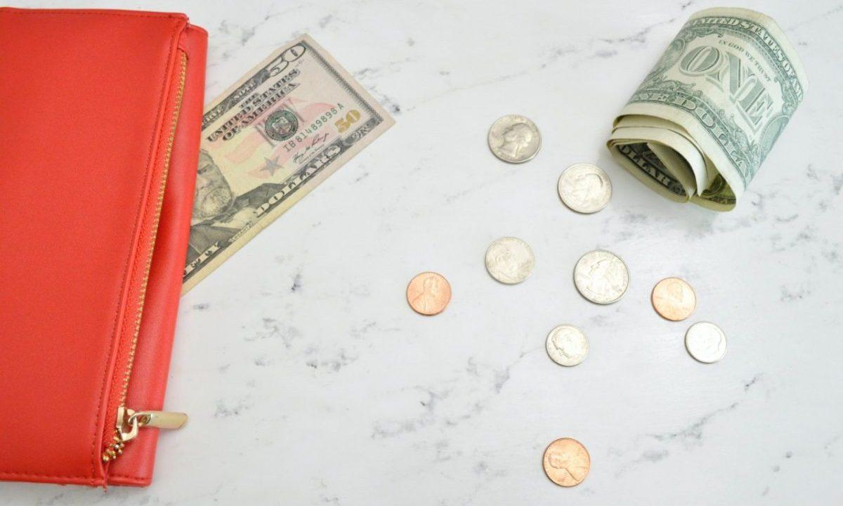 Billetes y monedas de dólar (Imagen: Unsplash)
