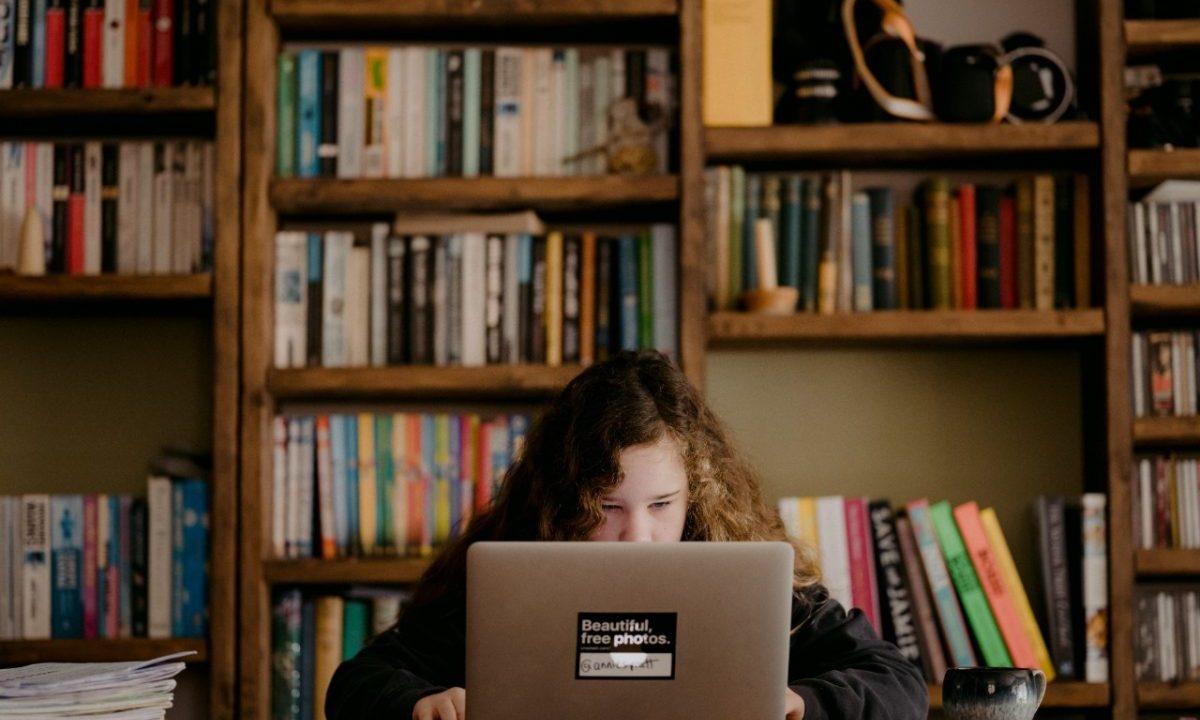 Estudiante de maestría aumenta su sueldo (Imagen: Unsplash)