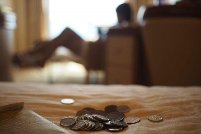 Joven ahorra dinero para su retiro (Imagen: Unsplash)