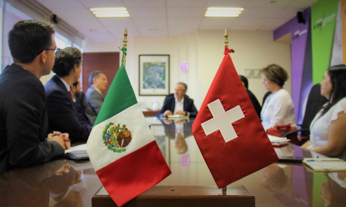 Bandera de México y Suiza (Imagen: Twitter @ESanchezProal)