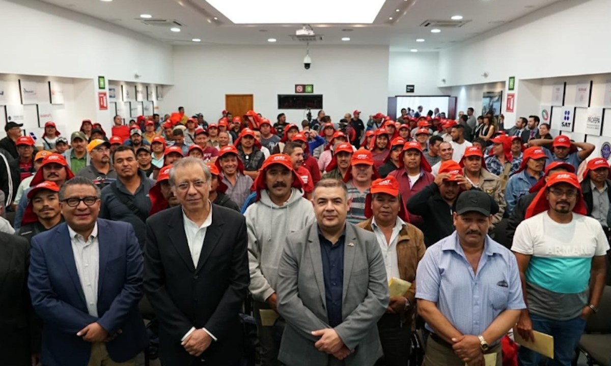 Trabajadores agrícolas mexicanos en Canadá (Imagen: Twitter @STPS_mx)