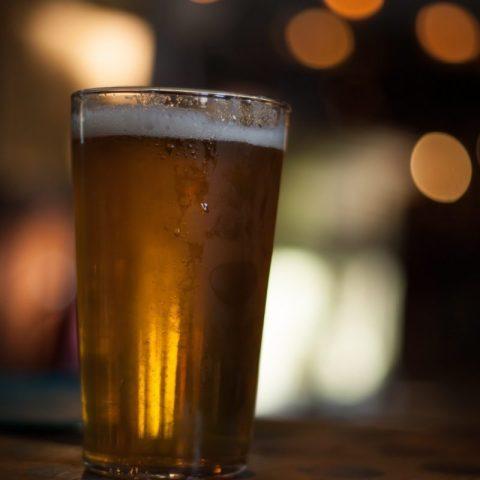 Vaso de cerveza fría (Imagen: Unsplash)