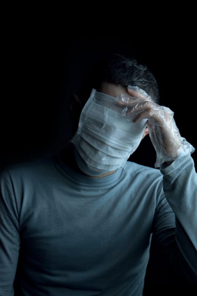 Guantes contra coronavirus (Imagen: Unsplash)