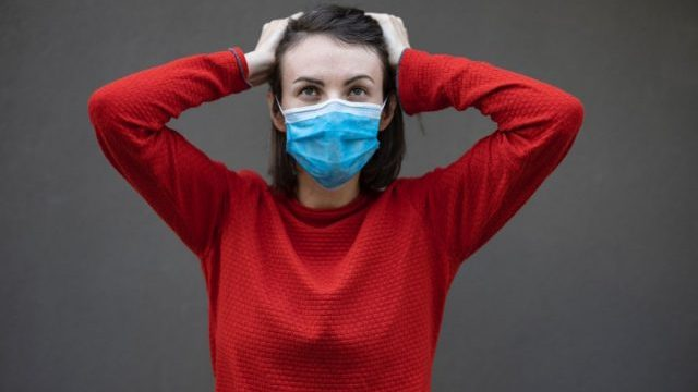 Deducir impuestos por comprar cubrebocas y gel antibacterial (Imagen: Unsplash)
