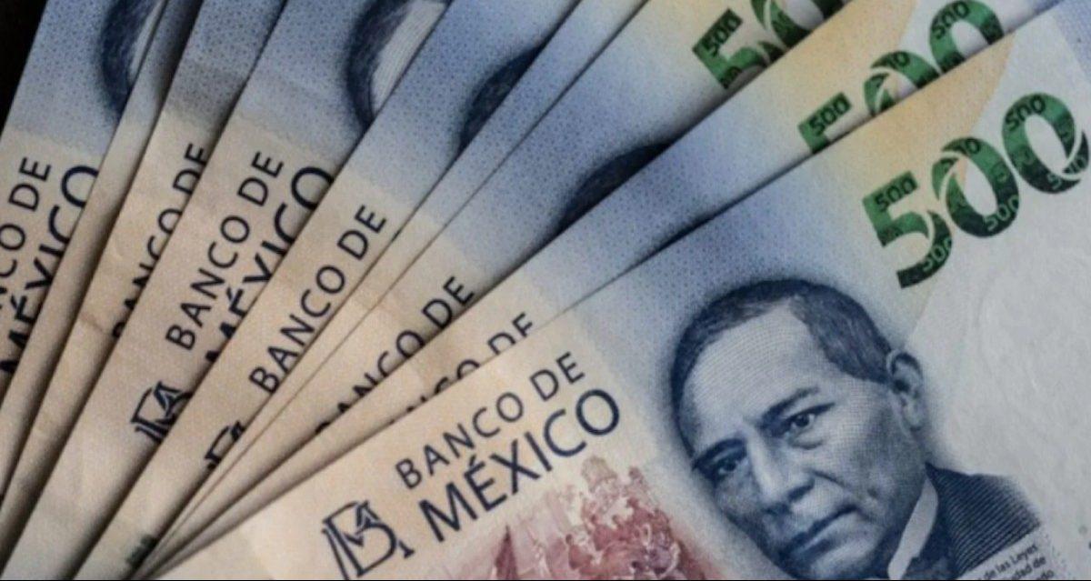 Fajo de billetes de 500 pesos con Benito Juárez (Imagen: Especial)