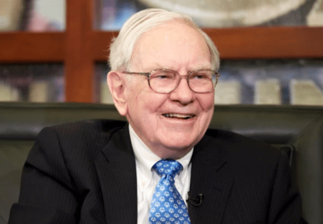 Buffett el hombre poderoso (Imagen: Twitter @darrenrovell)