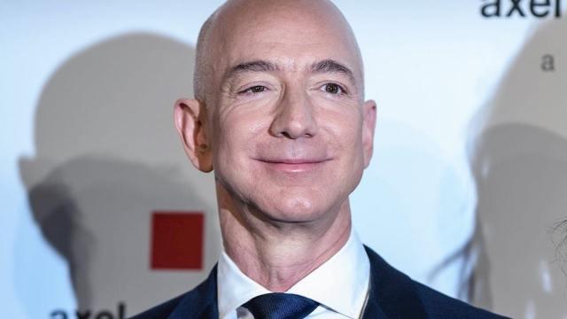 Jeff Bezos rompe récord histórico acumulando una fortuna de 200 mil mdd