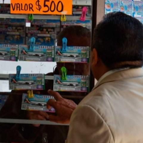 """""""Cachitos"""" del sorteo del avión presidencial (Imagen: Twitter @yucatanalinstan)"""