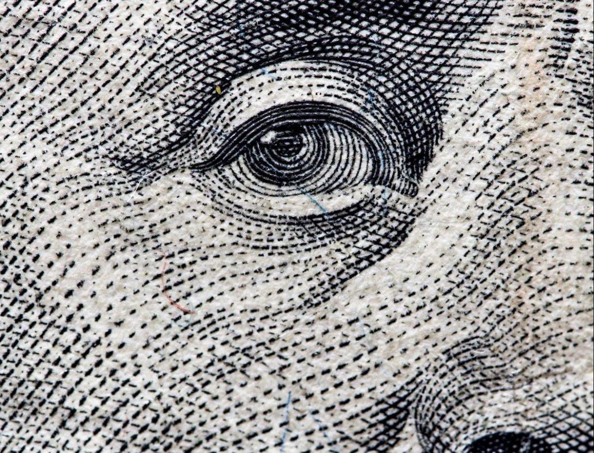 Peso se fortalece: cotiza en 21.68 por dólar