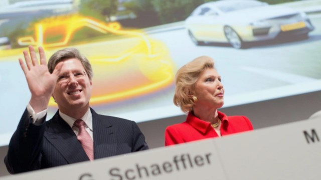 Georg Schaeffler y su madre Maria-Elisabeth Schaeffler-Thumann (Imagen: Twitter @Conti_Industria)