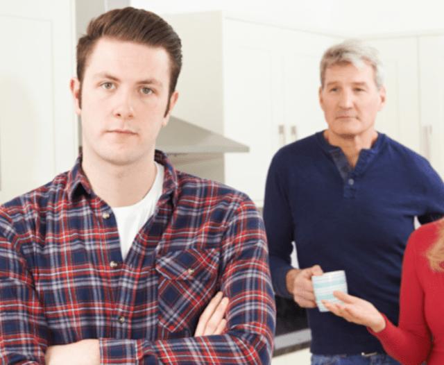 No dejar la casa de tus papás y ya estás envejeciendo (Imagen: Reddit)