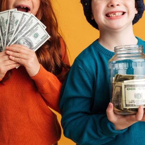 Prácticas financieras que debes enseñar a tus hijos