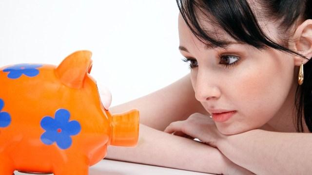 Consejos para que hombres o mujeres pongan sus ahorros en un cochinito ante una crisis como el coronavirus