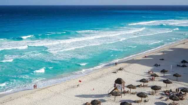 Multas de un millón de pesos por prohibir acceso a playas mexicanas como Cancún
