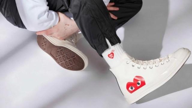 """""""Converse con corazones"""" en blanco y negro (Imagen: Converse)"""