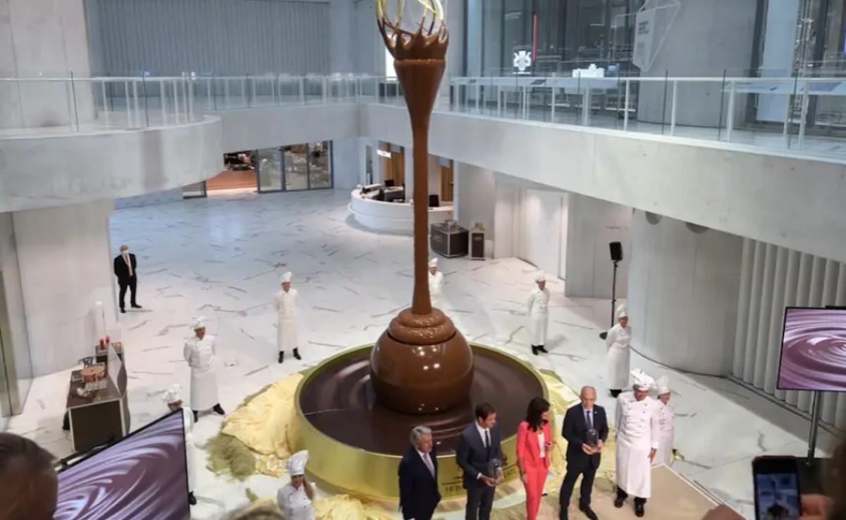 Fuente de chocolate en Suiza (Imagen: Insider)