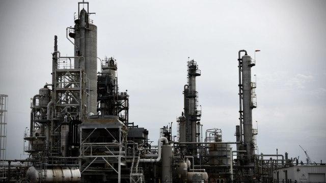 Cae 23% producción de Pemex petroquímica en 2020