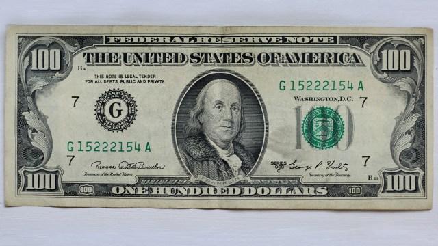 El precio del dólar hoy al cierre en México
