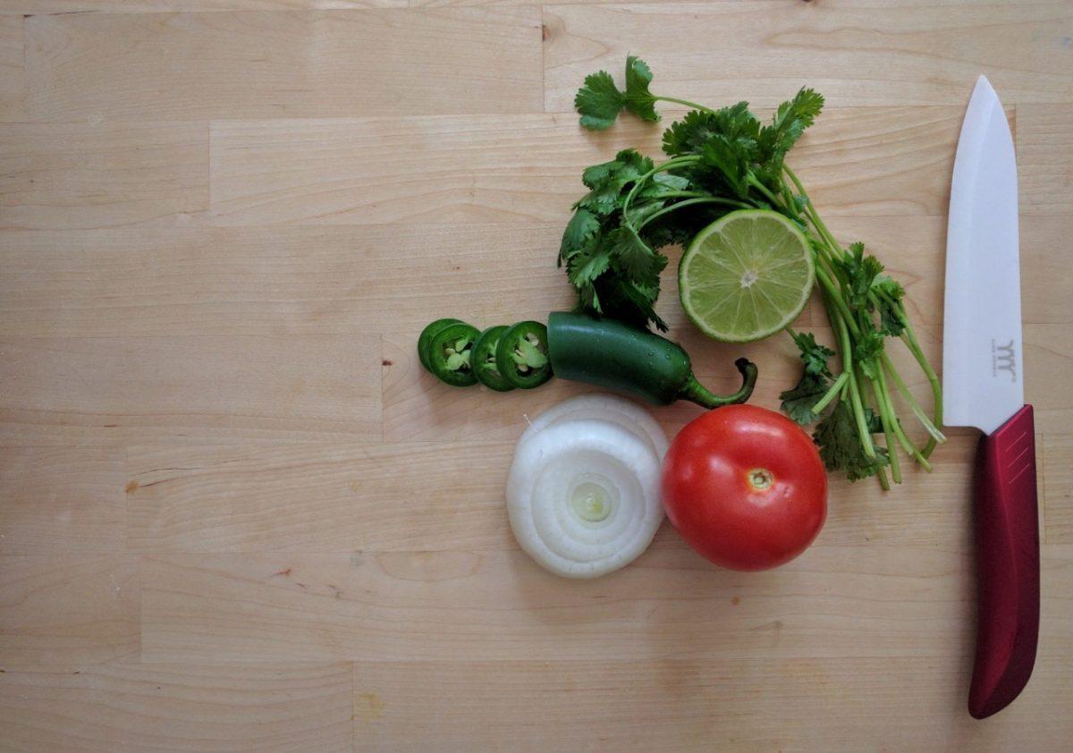 Preparar salsa (Imagen: Unsplash)
