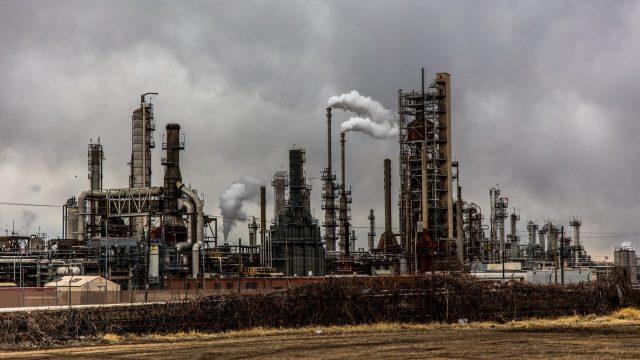 Aumenta refinación de Pemex en agosto, tras un trimestre a la baja