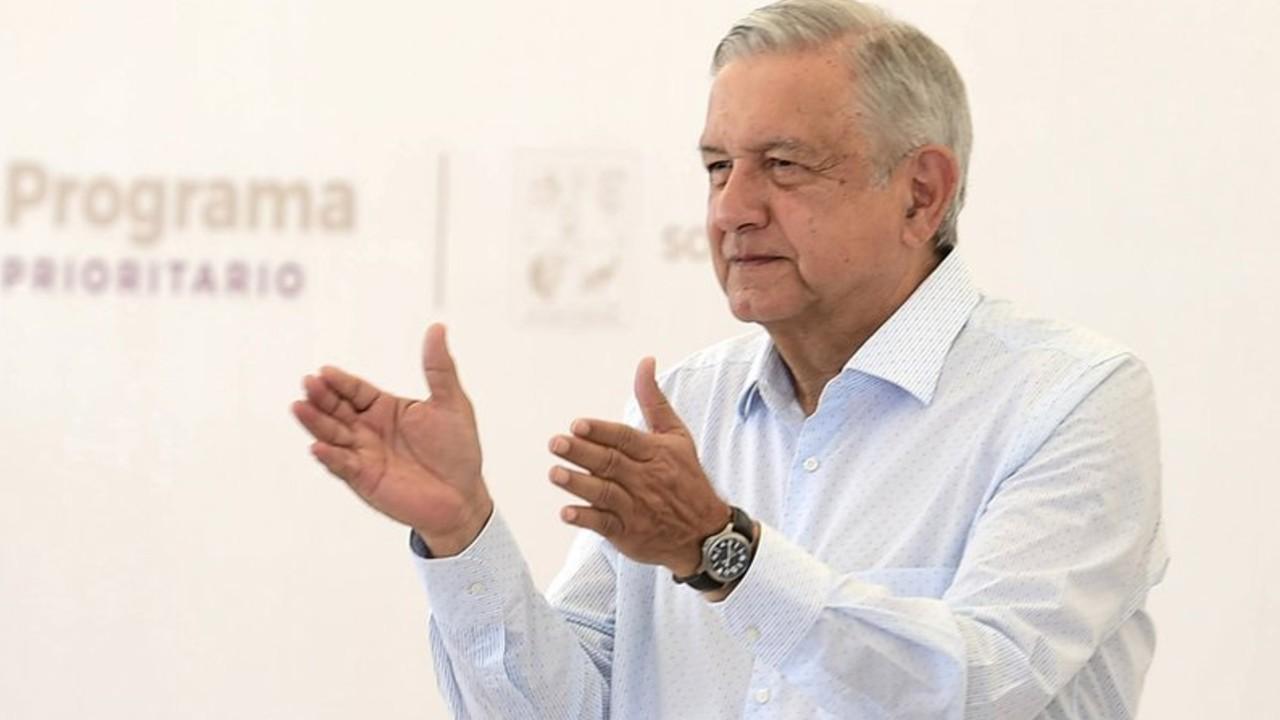 AMLO anuncia venta de sede del ISSSTE para comprar equipos de salud