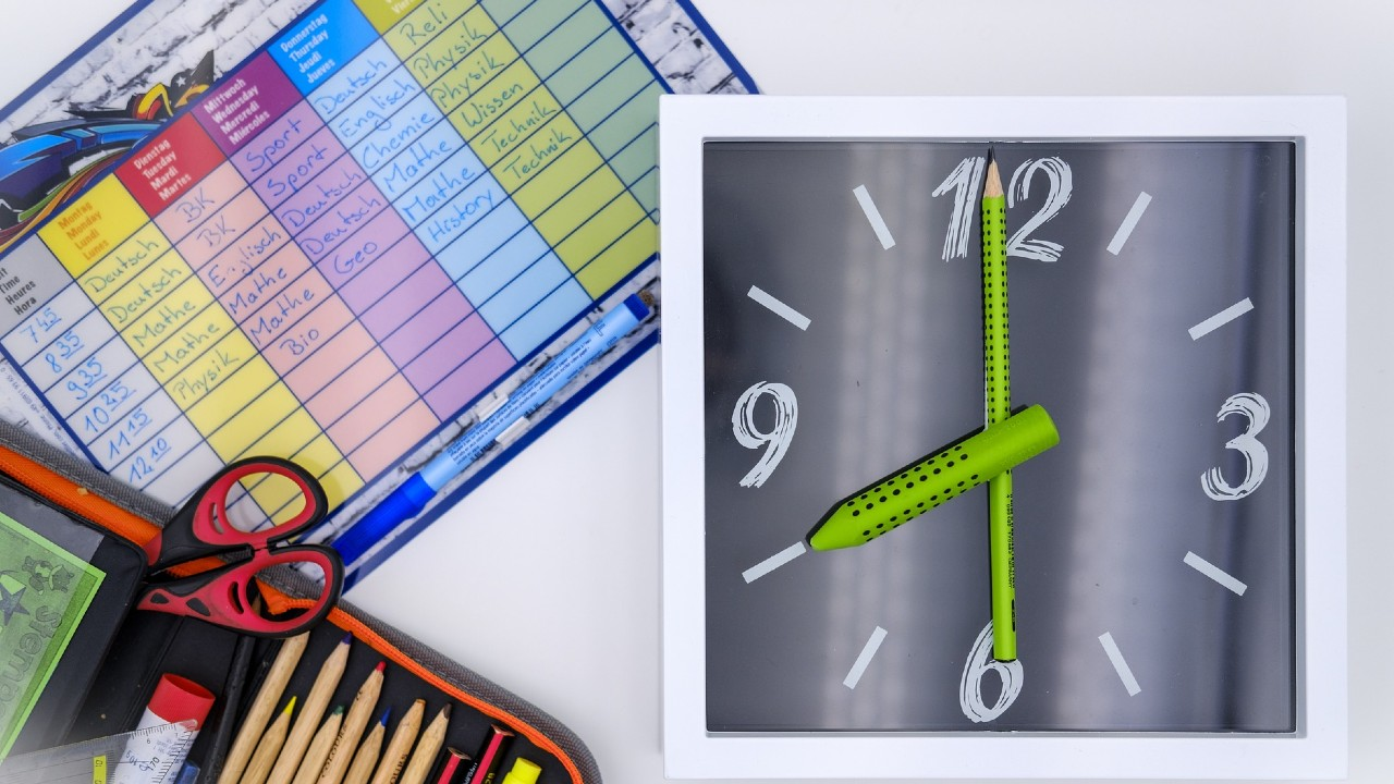 Asuetos y puentes oficiales para el ciclo escolar 2020-2021 para darse un descanso del calendario y del reloj de la SEP