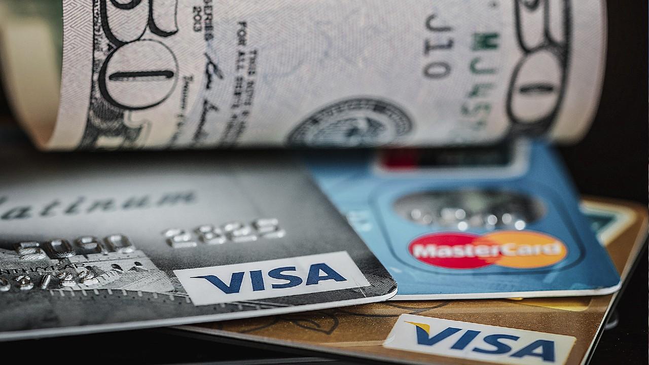 Comisión por sacar dinero en efectivo de tu tarjeta de crédito