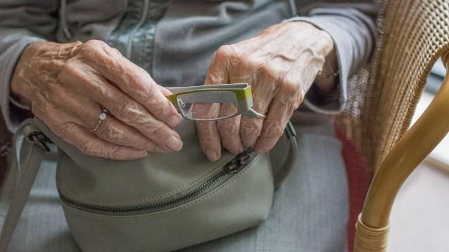 En noviembre de 2020 tendrán la pensión del ISSSTE los adultos mayores en sus bolsos y en sus manos