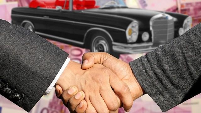 Trato cerrado para vender un auto al mejor precio (Imagen: pixabay)