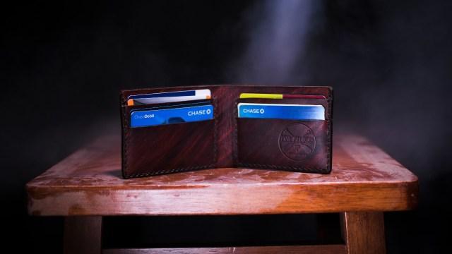 Ventajas y desventajas de tener una tarjeta de crédito o débito