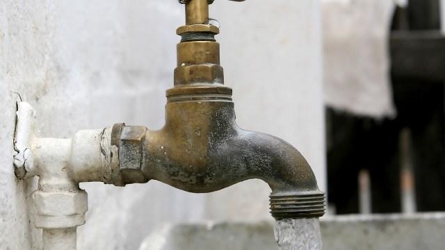 Ahorra agua en casa y disminuye el monto de tu recibo con estos consejos