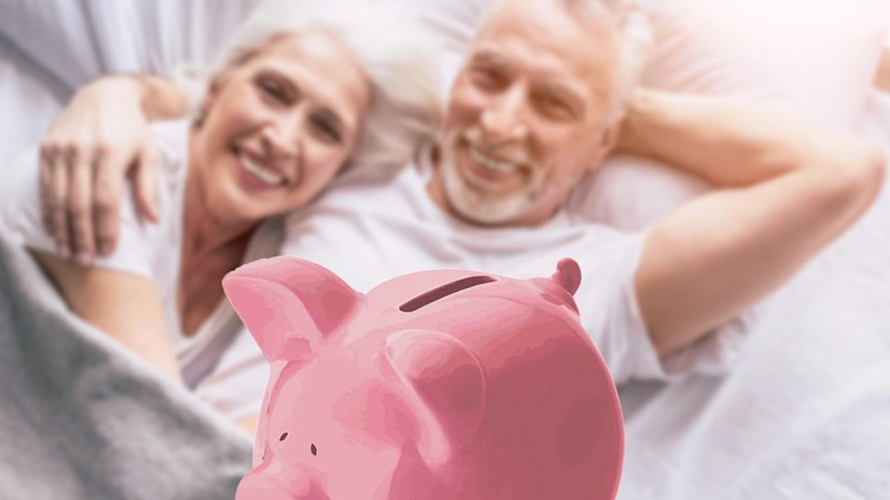 Dinero: 6 formas de ahorrar más para la jubilación si no eres rico