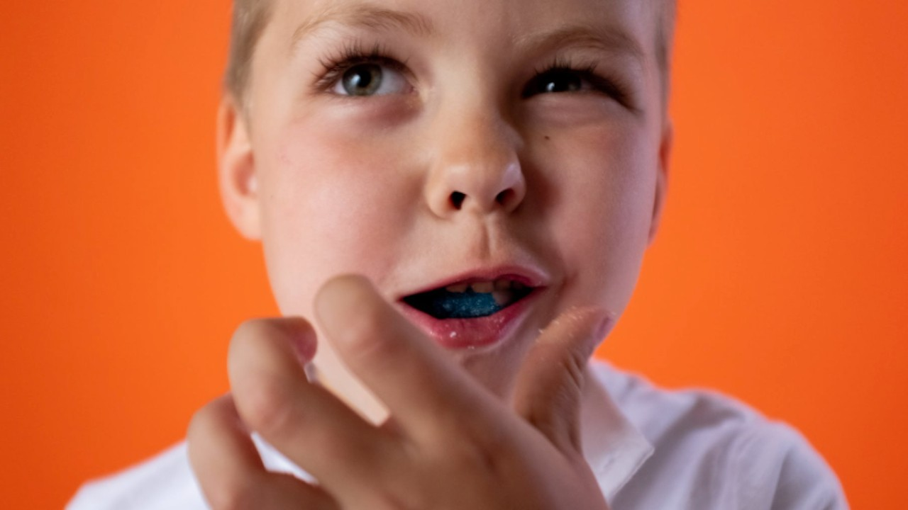 Niño vegetarianos se alimenta con carne de res (Imagen: pexels)